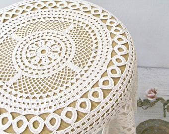 Vintage Crochet Tablecloth, Off White Round Table Cover, French Country Decor, Retro Granny Home linen, Shabby Rustic Wedding Table topper