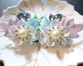 Vintage Pearl Flowers & Leaves Earrings, w Crystals, Clip-on, Excellent Condition