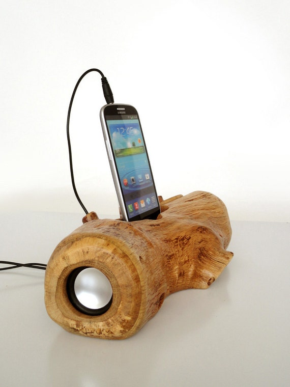 Samsung Galaxy S3 / S4 music dock - from log, sync, charge, installed speakers, can serve as holder / stand...unique gift