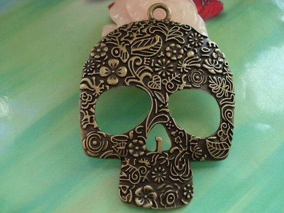 2 pcs 66x49mm Antique bronze Huge Heavy Carved Skulls and Crossbones Masks Skeletons heads Charms Pendants a09xs15536