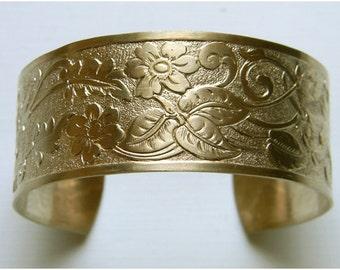 Raw Brass Cuff, Floral Brass Cuff, Round Cuff, Floral Bracelet, Flat Top Cuff, Cuff Bracelet, 25mm - 1 pc. (r219)