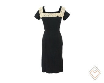 1950s - early 1960s little black dress with romantic cream lace collar // Leslie Fay // small - medium 28 inch waist