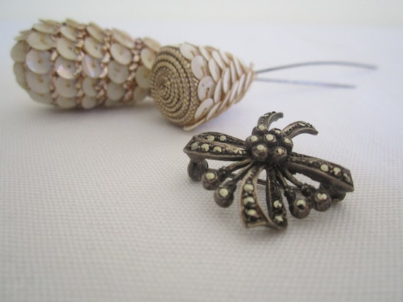 ANTIQUE 1940s marcasite brooch, pin - ribbon bow, floral