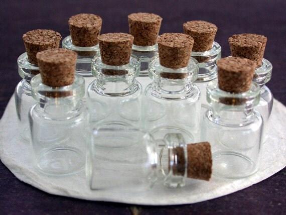 10 flaschen kleine flaschen mit korken von beachcastlebeads auf etsy. Black Bedroom Furniture Sets. Home Design Ideas