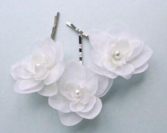 WHITE Bridal Small Hair Flowers (set of 3) Wedding Hair Accessories White Flower Hair Pins Small Bridal Flower Clips Flower Girl Accessories