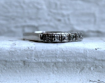 Vintage 14K White Gold Diamond Wedding Band - 0.14ct.