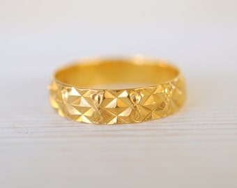 Vintage 22K yellow gold ring / engagement / wide wedding band / stacking gold ring Size 7.5 // INFINITY