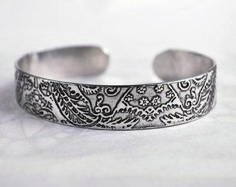 Embossed cuff silver aluminium - Indian floral design patina