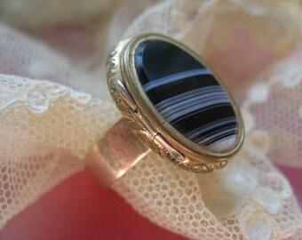 Victorian Memorial Poison Locket Ring, Agate Jewelry, Banded Agate, Victorian Locket, Antique Rings, Estate Jewelry, Gothic, Mori Girl