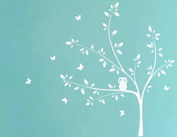 Sticker mural arbre blanc avec chouette et papillons sticker for Collant mural francais