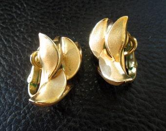 Floral Trifari earrings, vintage brushed gold tone leaf tulip clip on earrings, 50s
