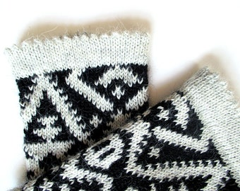 Womens wrist warmers, hand knitted gloves for women, alpaca wrist spats