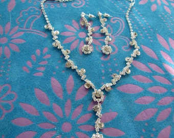 Bridal or bridesmaid rhinestone jewelry set. Earring and necklace gift set. Wedding party gift set.