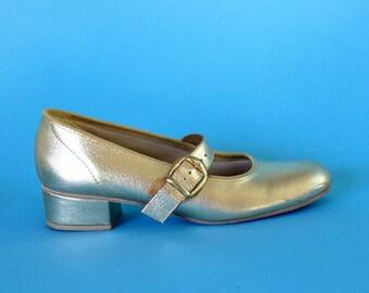 Vntg 70s suze 6  gold buckle dress shoe
