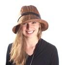 Lola rain hat in cognac brown