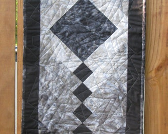 Table Runner - Gray Batik Quilted Braid
