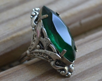 Beautiful antique silver tone art deco style navette cocktail ring with emerald green paste