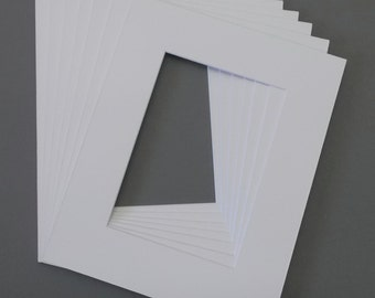 Package of 25 8x10 White Picture Mats with White Core Bevel Cut for 4x6 Pictures