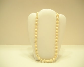 Hard Plastic Beaded Necklace (2052)