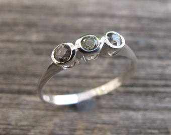 Green Sapphire Anniversary Ring- Three Stone Promise Ring- Bubble Gemstone Silver Ring- September Birthstone Rings- Dainty Green Stone Ring