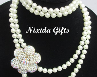 Off White Knotted Pearl Flower Pendant Necklace