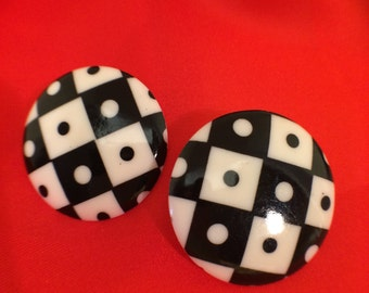 Vintage checkerboard round post resin earrings, circa '70s, NASCAR, MOD, bold, black n white, summer, trending jewelry,