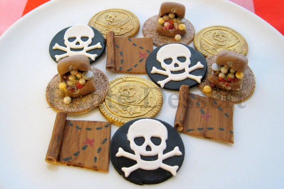 PIRATE CUPCAKE Toppers- Edible pirate cupcake toppers- Pirate Treasure Party Set- pirate cupcakes- Fondant cupcake decorations (12 pieces)