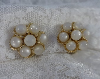 Vintage Jewelry White Faux MOONSTONE CLUSTER BEAD Gold Tone Rope Twist Clipback Earrings Retro Flower Design Wedding Prom