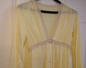 SALE -- Lovely 1960s Miss Elaine negligee robe in soft yellow