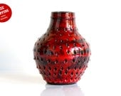Fratelli Fanciullacci: Italian ceramic strawberry-look vibrant red vase - ThatRetroPiece