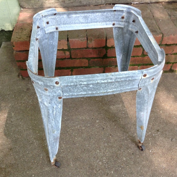 Vintage galvanized wash tub stand with casters primitive for Old metal wash tub