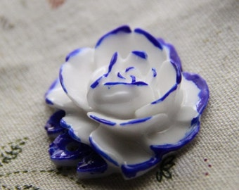 2 pcs  resin rose with hole with hand painted blue and white porcelain tone 35x35x12-0058