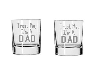 Trust Me I'm A Dad Glass Set - Dad Rocks Glass - Dad Whiskey Glass - Drinking Glass, Dad Gift, Funny Glass, Father's Day Gift, Gift for Dad