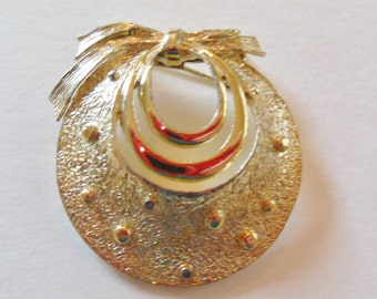 Pretty Goldtone Brooch