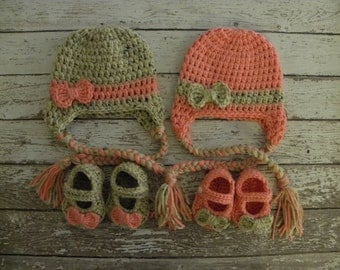 Twin girl crochet bow beanies in oatmeal and peach and matching baby mary jane booties. Twin photo props.