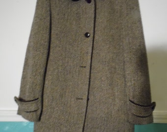 Liz Claiborne Size 4 Brown White Tweed Coat, Brown Piping, Mid Length