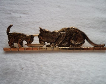 Vintage Unsigned Antique Gold Cat and Kitten Drinking Brooch/Pin