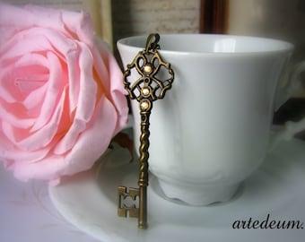 Skeleton Key Necklace with Swarovski crystals Vintage Inspired Jewelry Antique bronze Pendant Elegant spakling golden Beige Gift for her