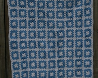 Ciel: French vintage baby blanket, light blue and white granny squares, white crocheted edge