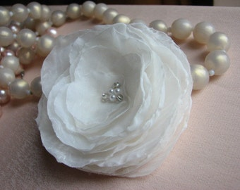 Wedding hair flower Ivory hair pin Ivory hair clip Bridal hair flower Ivory hair piece Bride silk flower 3 inch flower Ivory bride flower
