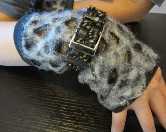 Belted Gray Fingerless Mitts