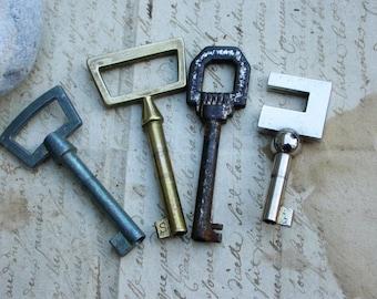 Antique  french art deco ornate Keys Skeleton Key antique pendant heart bronze brass antique charm ornate bronze metal key