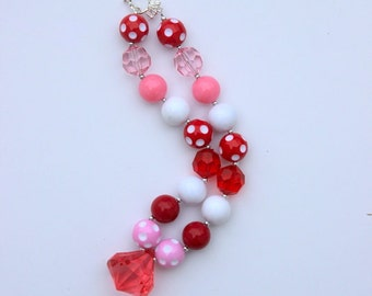 Girl Valentines Day necklace. Chunky bubblegum pink red heart necklace. Beaded necklace for baby toddler girl.