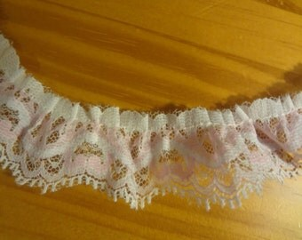 """5 Yards Pink and White Lace 1 1/4"""" Trim b2/44"""