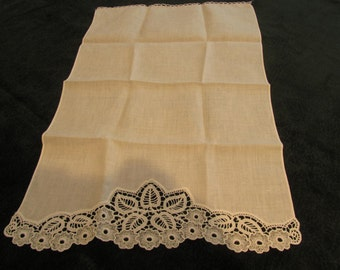 vintage linen, guest towel,  scalloped edge with lace inserts