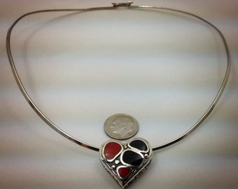 Vintage sterling silver neck wire and pendant.