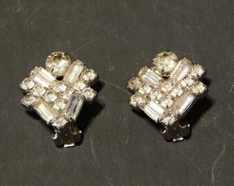 """3/4"""" x 3/4"""" Faux Diamond/Rhinestones Clip-on Silvertone Vintage Earrings"""