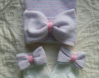Newborn Hat and Sock Set with Pink, White & Blue Striped Bow. Newborn Hat and Sock Matching Set. Newborn hospital hat, newborn first bow