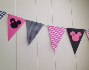 Minnie  Mouse Bunting Banner/ Minnie Mouse Flag Banner/ Minnine Mouse Birthday Decorations/Minnie Mouse Party - Can be customized.