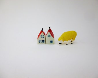 Small house pendant. tiny ceramic house pendant. porcelain house charm. pottery miniature house with red roof.housewarming gift. jewellery